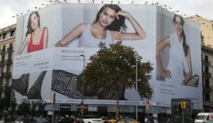 La campaña exterior #insideandout de Intimissimi que muestra la belleza interior