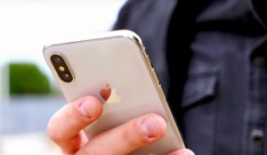 Los consumidores prefieren el iPhone más caro, según un analista