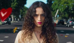 La heroína de este spot la emprende a puñetazos (y patadas) con los estereotipos de género