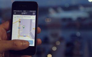 La CNMC considera restrictivo el plan del Gobierno para regular Uber y Cabify