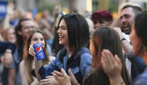 Abril de 2017: El fiasco publicitario de Pepsi y Kendall Jenner incendia las redes