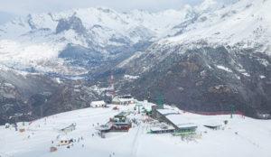 Arranca el bus blanco de Aramón para llevar a los aficionados a esquiar