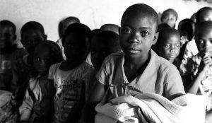 La digitalización abre aún más la brecha de la desigualdad, según este informe de UNICEF