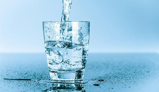 """Agua """"pura"""" o el poder de un marketing nada saludable"""