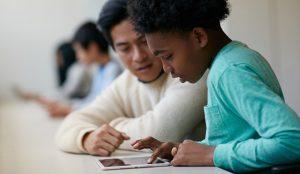 Apple trae a Europa su programa de enseñanza