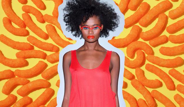 Cheetos, la  marca que se subió por sorpresa a la pasarela (y se la comió con patatas)