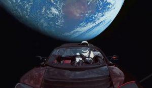 Elon Musk y Jonathan Nolan se inspiran en David Bowie para lanzar este spot de SpaceX