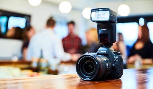Canon lanza el primer flash del mundo equipado con AI Bounce: Speedlite 470EX-Al