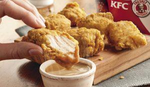Tras la carestía de pollo, la cadena KFC se queda ahora compuesta y sin salsa