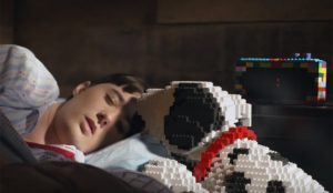 En este mágico spot de Legoland los juguetes cobran vida para hacer travesuras