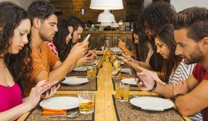 Estos son algunos de los trucos, trampas y triquiñuelas que vuelven a los smartphones adictivos