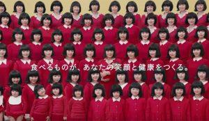 Una marca japonesa de alimentación utiliza 72 actrices para narrar la larga vida de un personaje