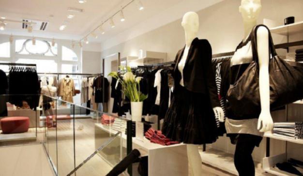 0f9cefe8e19f Aunque cada vez se compra más ropa online, los españoles prefieren ...