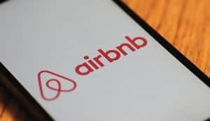 Airbnb refuerza el control sobre los pisos turísticos ilegales en su plataforma con una nueva herramienta