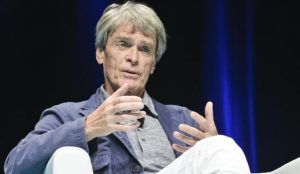 John Hegarty vuelve a advertir de la constante llegada de piezas falsas a Cannes Lions