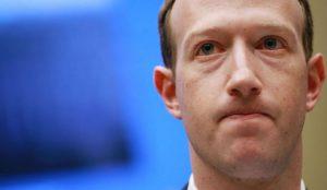 Mark Zuckerberg lo admite: Facebook le espía incluso aunque no tenga cuenta