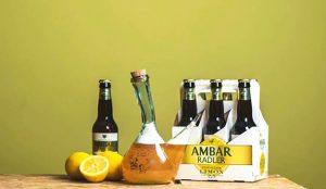 La cerveza Ambar rescata el arte de beber en porrón