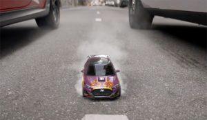 Un Hyundai minúsculo (y apto para insectos) hace zumbar los motores en este spot