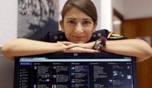 Carolina González, community manager de la Policía Nacional, ficha por la Moncloa