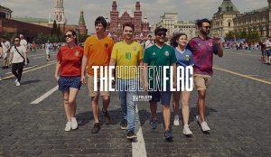 Una bandera arcoíris creada con la camiseta de los jugadores protesta contra la ley rusa