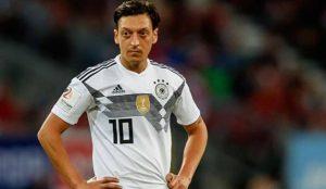 El exjugador de la selección alemana Özil critica a sus patrocinadores en redes sociales