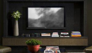 La pantalla de TV del salón crece y sigue imponiéndose a las pantallas itinerantes