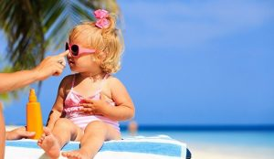 Más del 50% de las españolas usa protección solar a diario