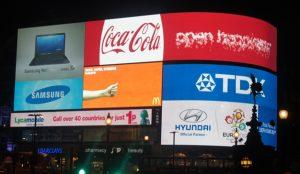 Publicidad llamativa y rótulos luminosos, las claves para impactar al consumidor