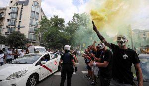 Los incidentes violentos de la guerra del taxi ponen contra las cuerdas al Gobierno