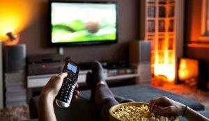 La gran pantalla de TV del salón crece y sigue  imponiéndose a las pantallas itinerantes