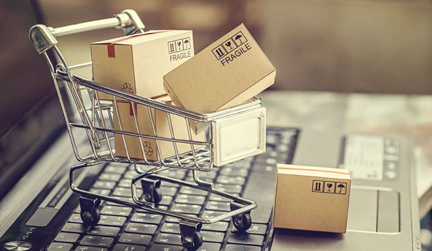 El impuesto digital del Gobierno español busca proteger al pequeño comercio gravando las ventas online y las descargas