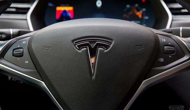 Elon Musk y Tesla se enfrentan a una demanda por fraude