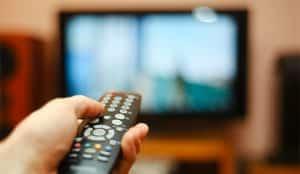 La presión publicitaria en televisión sufre en agosto  la mayor caída en lo que va de año, un 14%