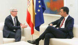 Tim Cook cierra su gira europea con una reunión con Pedro Sánchez