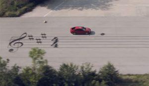 En esta melódica campaña Peugeot se desliza por la partitura más larga del mundo