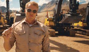 El actor Dolph Lundgren pone en forma a una panda de dóciles excavadoras en este spot
