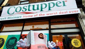 Esta campaña convertida en tienda pop-up avisa sobre la inflación ante el Brexit