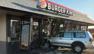 Burger King estrella coches reales en sus locales para promocionar los pedidos a domicilio
