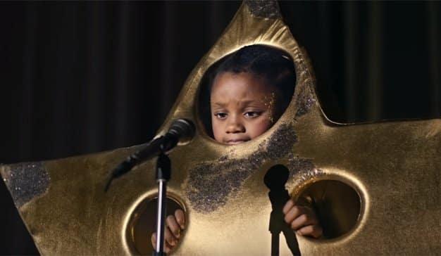 Una tímida y adorable niña refulge como una estrella en este spot navideño de Sainsbury's