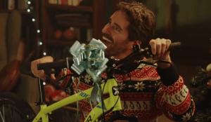 &Rosàs reivindica la ilusión adulta por los regalos en su campaña navideña para Decathlon