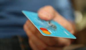 Los pagos con tarjeta ya son la opción más escogida por los consumidores frente al uso del dinero en efectivo