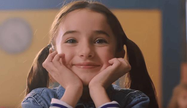 Una niña orgullosa y la nueva campaña de Peanuts & Monkeys para Mitsubishi