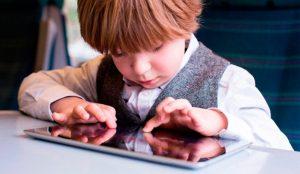 Las pantallas, causa frecuente de conflictos en el hogar para el 40% de los padres