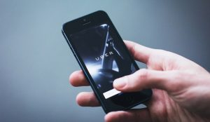 Uber y Cabify cuadruplican las descargas de sus apps durante la huelga del taxi
