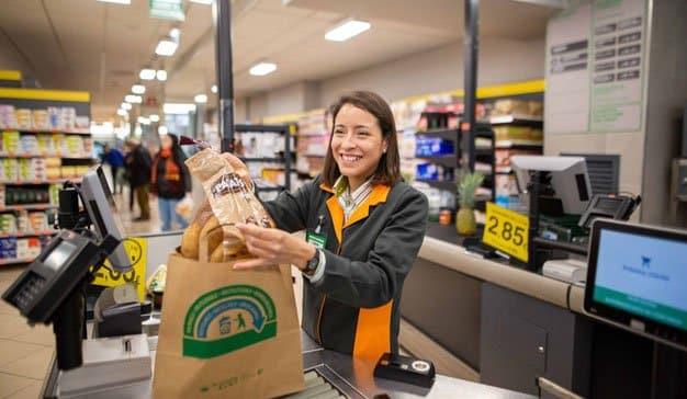 Mercadona pondrá punto y final en abril a las bolsas de plástico