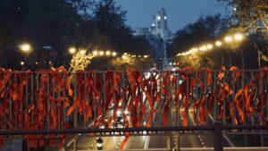 Madrid se llena de lazos rojos por el VIH