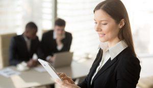 La presencia de mujeres en comunicación y RRPP está por encima de la media