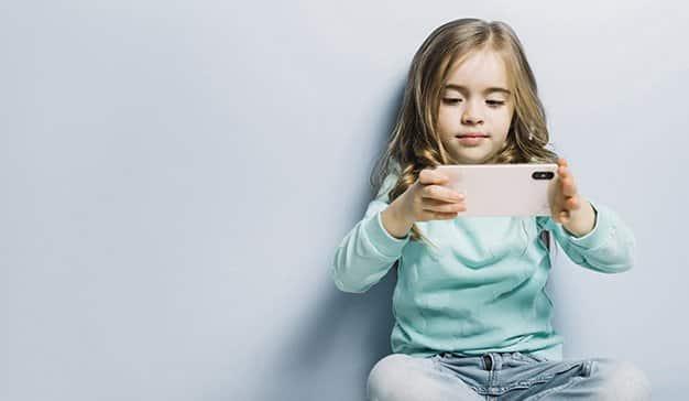 nina-smartphone-influencer