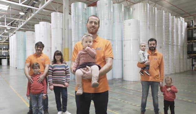 P&G España ofrece 10 semanas de permiso de paternidad a sus empleados