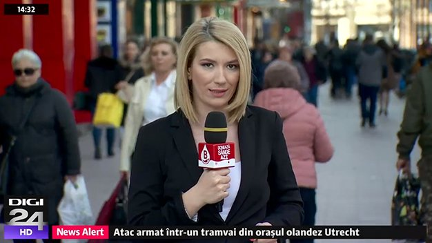 cruz-roja-rumania-microfono